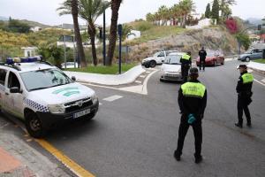 Control de vehículos en al acceso a La Herradura.