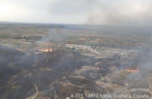 Imagen aérea del incendio en Freila.
