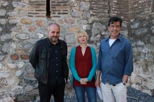 De izquierda a derecha, el parlamentariode Podemos Jesús de Manuel, la concejala de IU Motril Inma Omiste y José Llorente de la Asociación 14 de abril.