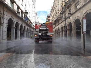 La UME, en tareas de desinfección en la calle Ganivet, en la capital.