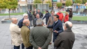Visita municipal a la Glorieta de Arabial, que ha sido remodelada.