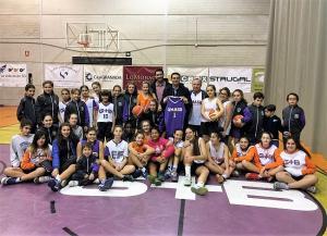 Francisco Cuenca y Eduardo Castillo, junto a jugadoras del Granada Más Baloncesto.