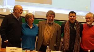 El acto alternativo a la Toma ha contado, entre otros, con el catedrático Isidoro Moreno y el cantaor Juan Pinilla.