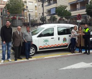Entrega del vehículo a Protección Civil de Gualchos-Castell de Ferro.