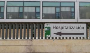 Señal indicativa del área de hospitalizaciones en el Hospital San Cecilio de la capital.