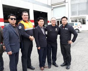 Visita de los técnicos coreanos al Parque de Bomberos.