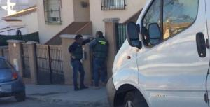 Parte del operativo policial, durante los registros.