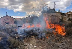 Uno de los incendios sofocados por los bomberos.