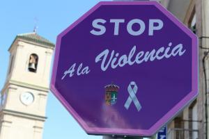 Una señal de Stop reformada contra la violencia de género.