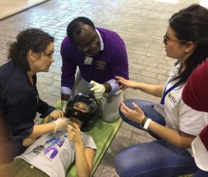 Prácticas de sanitarios en el CMAT del Parque de la Salud.