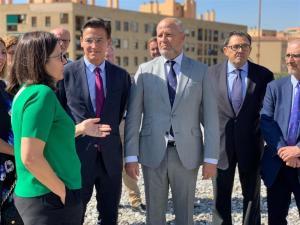Javier Imbroda, junto al alcalde, en la inauguración del curso en el Zaidín.
