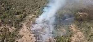 Imagen del fuego en una zona montañosa de Busquítar.