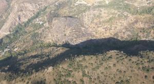 Zona afectada por el fuego, en el centro de la imagen.