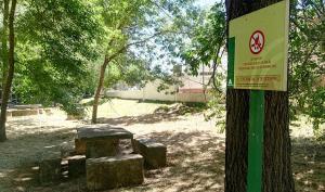 La prohibición de hacer fuego incluye las barbacoas de las áreas recreativas