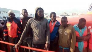 Los inmigrantes, a su llegada al Puerto de Motril.