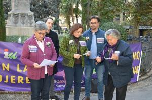 María del Carmen Pérez con representantes del área de la Mujer de IU.