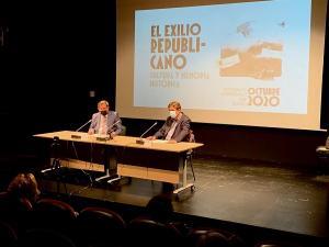 Luis García Montero y José Entrena, este viernes, en la inauguración de las jornadas.