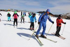 Prácticas de esquí en Borreguiles.