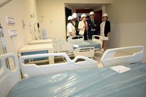 Visita del alcalde y responsables de la Junta y de la Gerencia hospitalaria a Trauma.