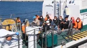 Llegada de la embarcación de la Guardia Civil al puerto motrileño este sábado.