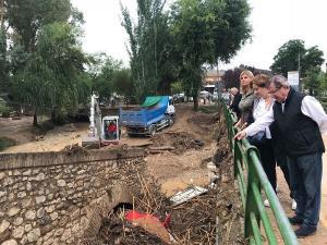 Los representantes del PP en su visita a Riofrío.