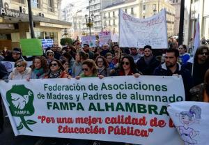 Cabecera de la manifestación celebrada este jueves para rechazar la reorganización educativa planteada por la Junta.