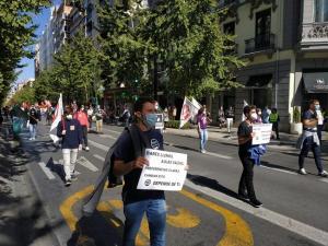 Detalle de la manifestación, en la que se han guardado todas las medidas de seguridad, en Gran Vía.