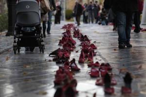 Zapatos rojos contra la violencia.