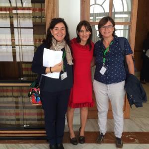 Olga Manzano con representantes de la asociación de madres solteras por elección.
