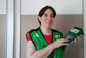 María José Soldado vende en un quiosco de la calle Palencia.