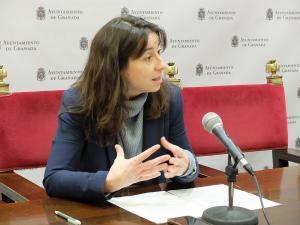 Marta Gutiérrez atiende a los medios.