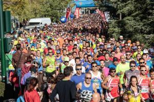 Un momento de la salida de la carrera, con más de 3.000 participantes.