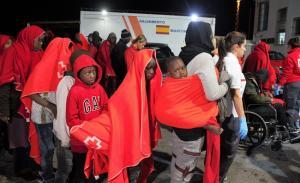 Entre los migrantes rescatados hay varios menores.