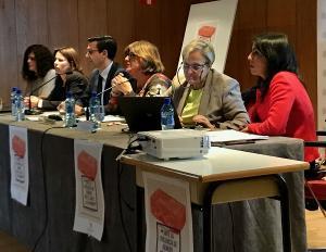 Marta Bosquet (primera por la derecha), en la mesa redonda celebrada en Granada.