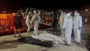Salvamento Marítimo trasladó este miércoles a Motril los cinco cadáveres junto a los supervivientes del naufragio.
