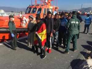 Los migrantes, a su llegada al Puerto de Motril.
