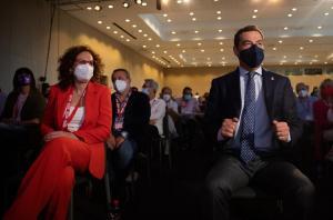 Moreno, junto a la secretaria general de CCOO-Andalucía, en el congreso del sindicato.