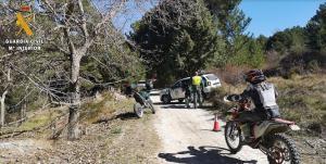 Control de motos en un camino forestal de la provincia.