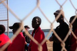 Las personas rescatadas, a su llegada al Puerto de Motril.