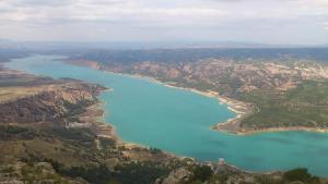 Aspecto actual del embalse del Negratín, el mayor de la provincia, que está a un 48,6% de su capacidad.