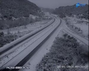 La nieve mantiene cerrados dos tramos de la A-92.