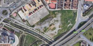 Localización del solar del nuevo parque, actualmente un descampado delimitado por la Ronda Sur y el río Monachil.