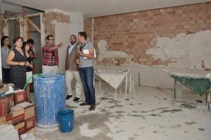 Autoridades supervisan las obras en el instituto Montevive de Las Gabias.
