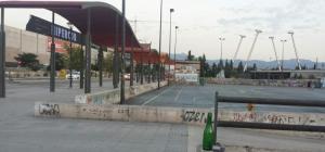 El recinto cuenta con pistas polideportivas que no se están usando.