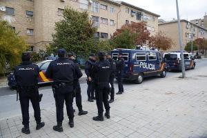 Imagen de algunos de los agentes desplegados en la Operación Cake.