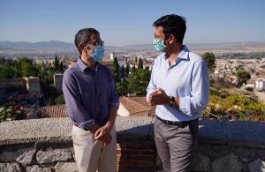 Francisco Cuenca y Miguel Ángel Fernández Madrid, en el Albaicín.