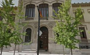 Fachada del histórico instituto Padre Suárez.