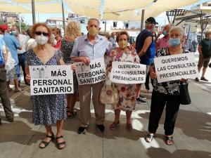 Participantes en la concentración este mediodía en Armilla.