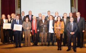 Foto de familia de los premiados en el Ateneo de Madrid.