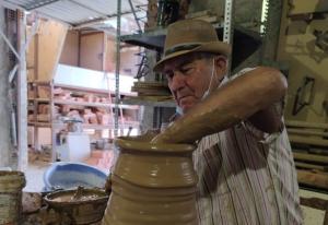 Isidro Ruiz Muros, en su taller.